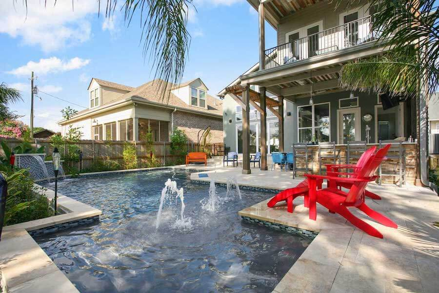 Beautiful pool and outdoor furniture New Orleans.