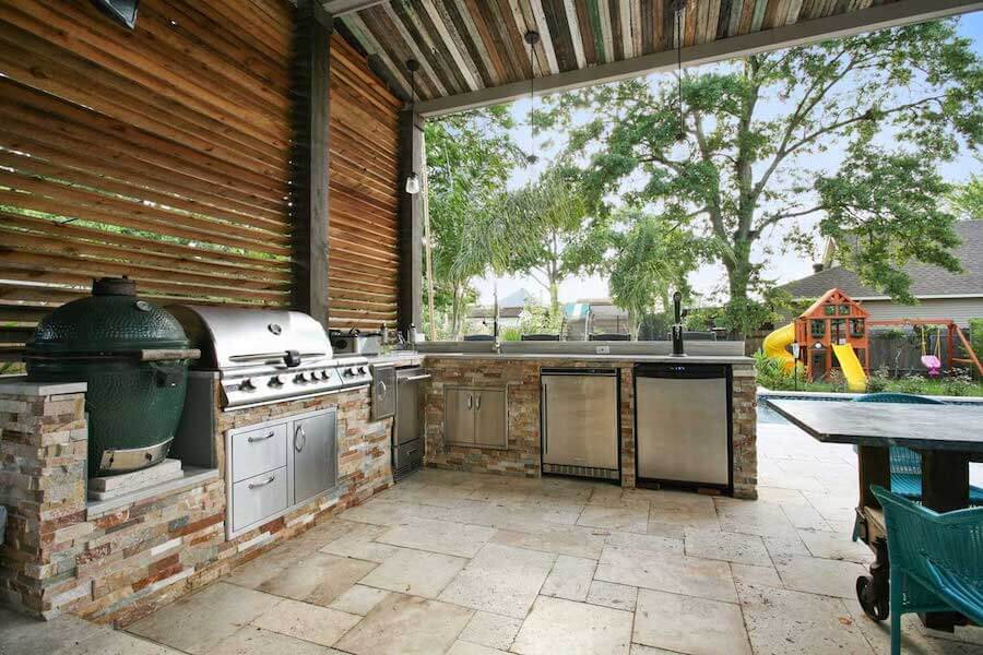 Beautiful outdoor kitchen design with grill in the New Orleans area